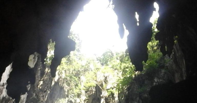 Trou d'une grotte, photo par Charles Ostiguy